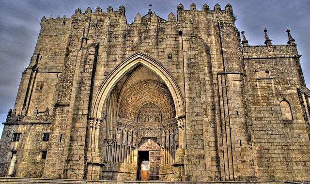 Catedral Tui - 1 hora 30 min.